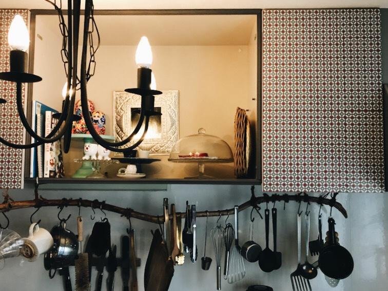 キッチンのシャンデリアと飾りだな