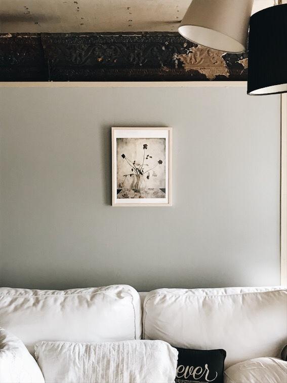壁の上のアンティークティンタイル