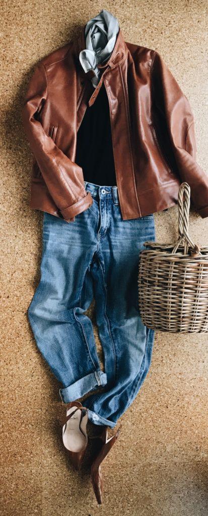 レザージャケットとジーンズのコーデ