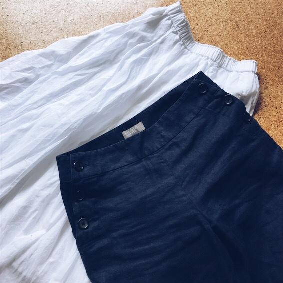 白スカートとリネンパンツ