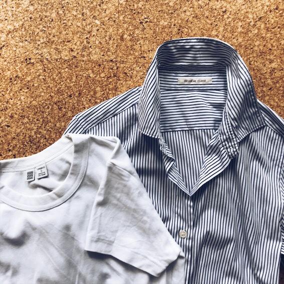 Tシャツとストライプシャツ