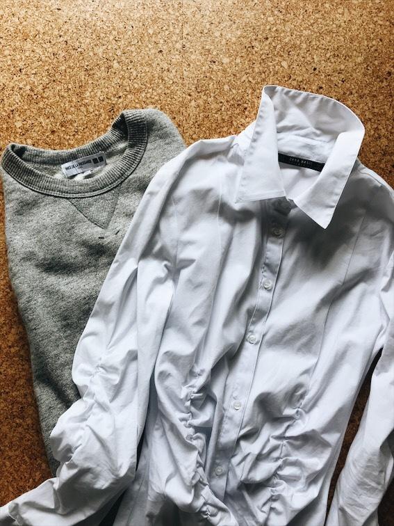 白シャツとトレーナー