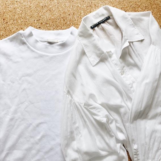 白Tシャツとシフォンブラウス