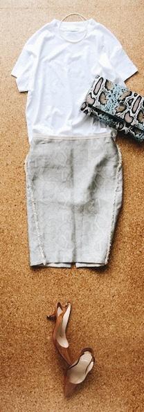 GUスムースTとタイトスカートのコーデ