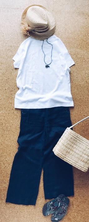 GUスムースTシャツとワイドパンツのコーデ