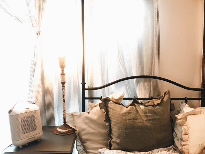 パリ風インテリア寝室デロンギファンヒーター