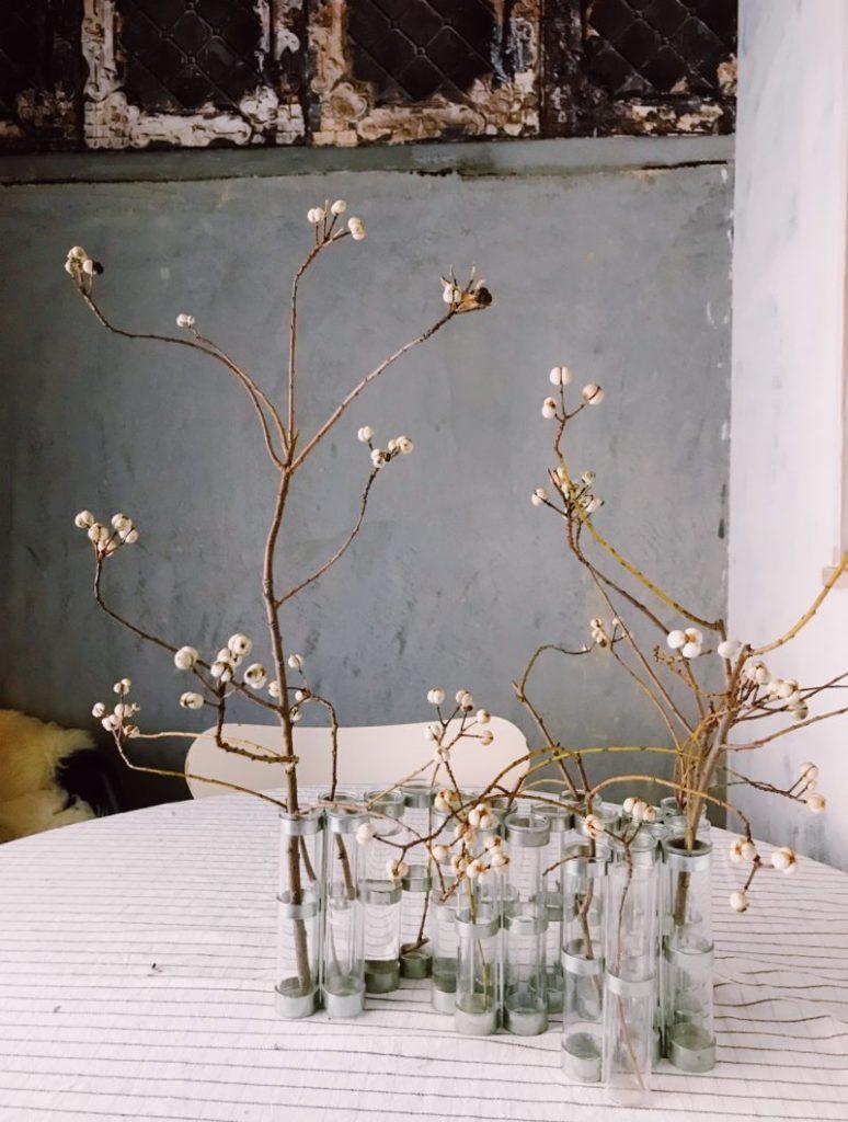 パリ風インテリア4月の花器と ナンキンハゼ