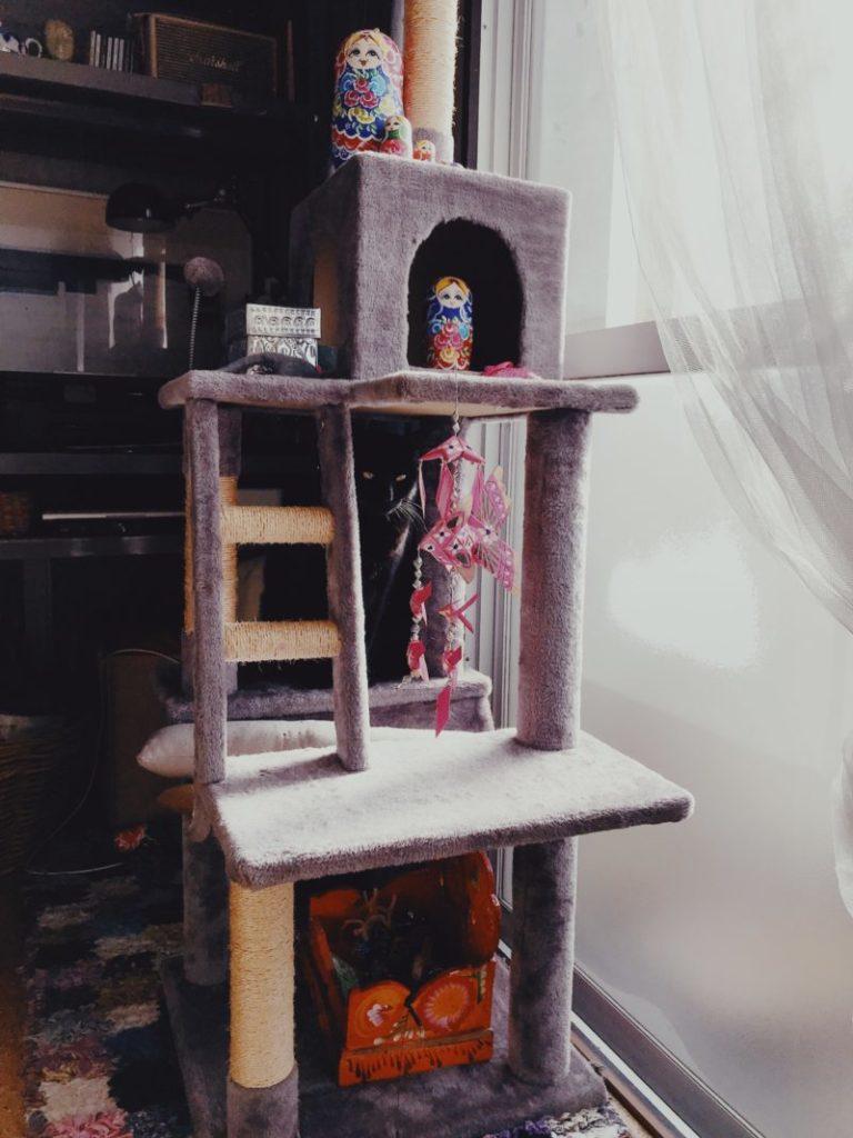 パリ風インテリアキャットタワー