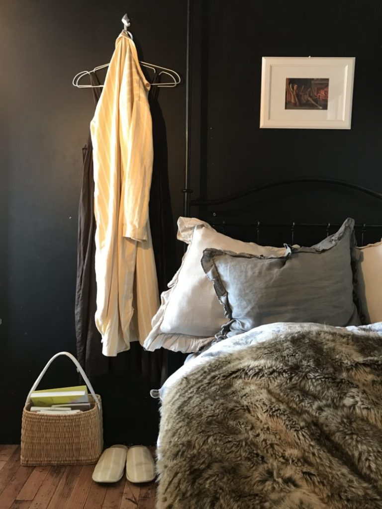 パリ風インテリア寝室