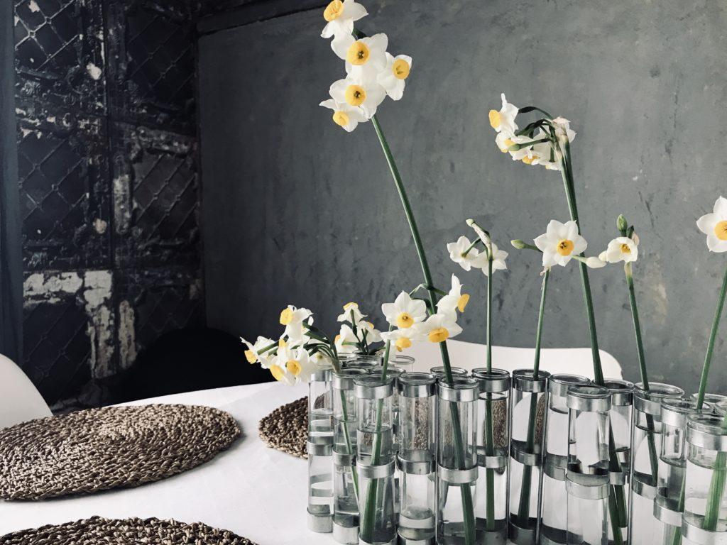 4月の花器と水仙の花