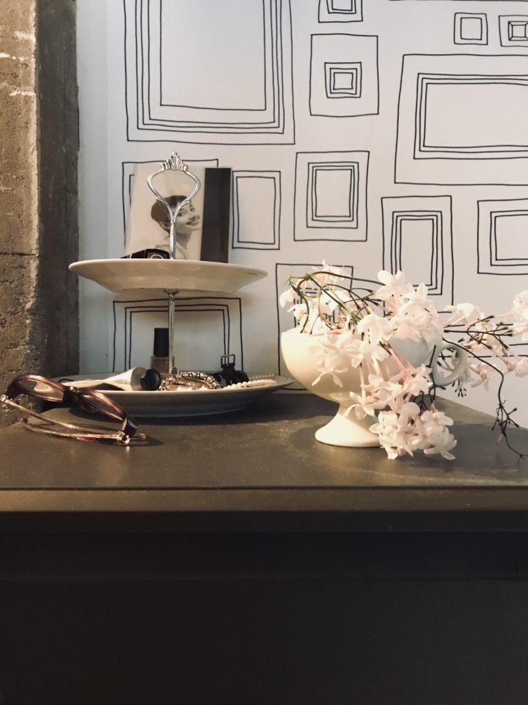 パリ風インテリア寝室のジャスミン