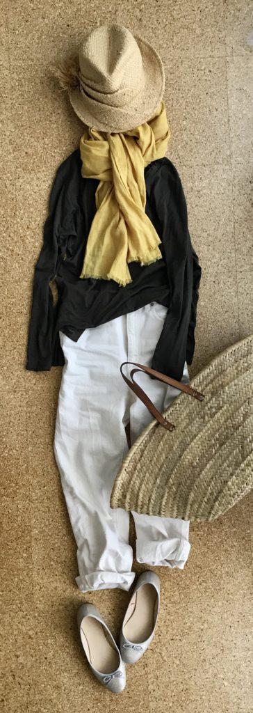 少ない服の50代着回しコーデ山吹色ストール