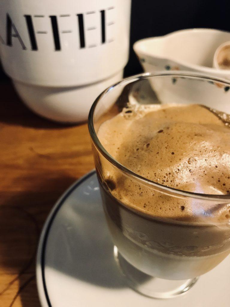 IKEA 365+グラスのダルゴナコーヒー パリ風キッチン