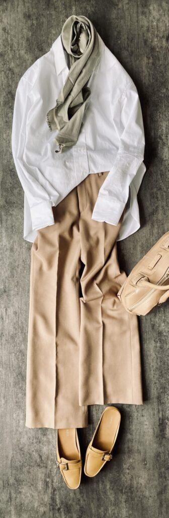 50代通勤コーデ+Jの白シャツ