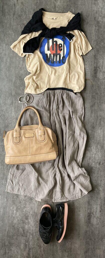 マーガレットハウエルのスカートとGUグラフィックTシャツ50代