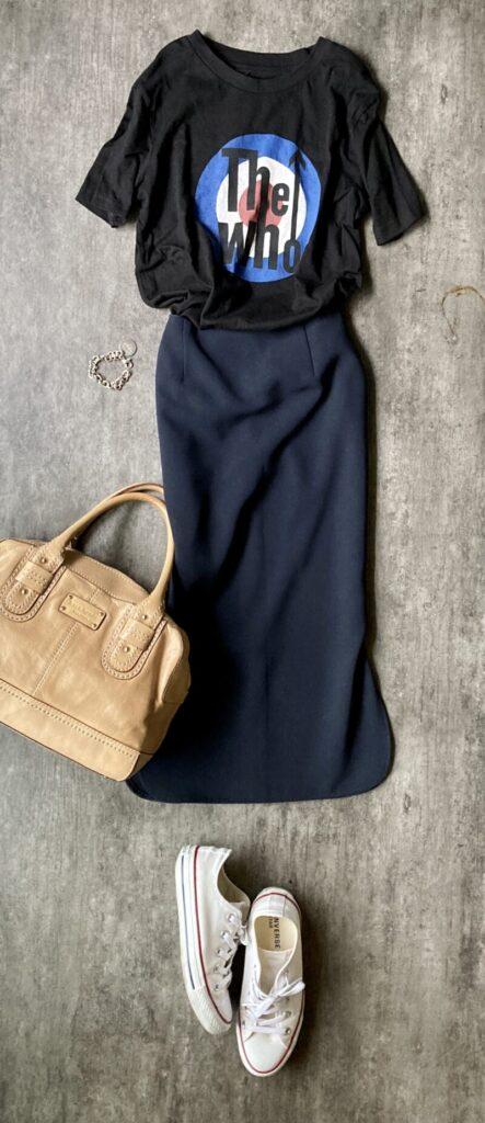 50代タイトスカートとロックTシャツコーデ
