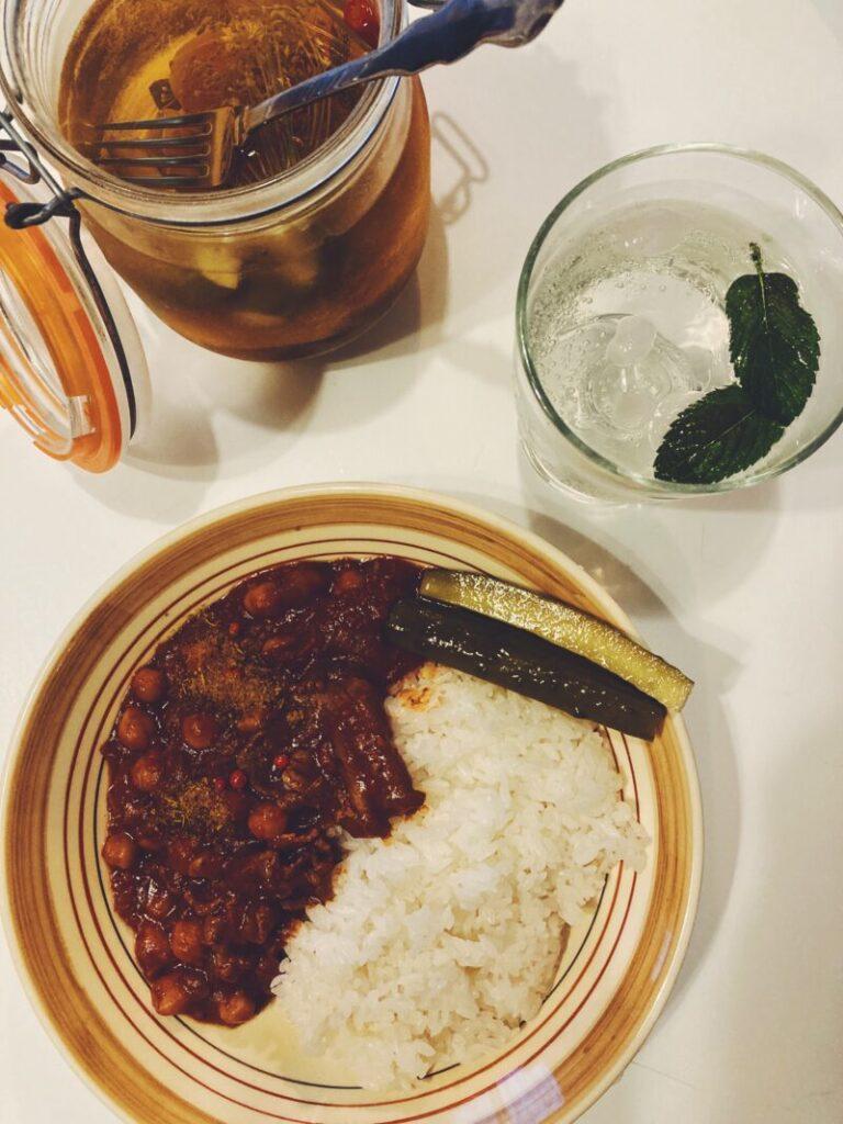 ピクルスとひよこ豆のカレー