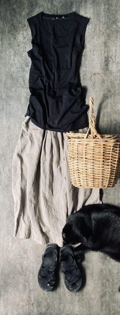 50代通勤コーデ マーガレットハウエルのリネンスカート