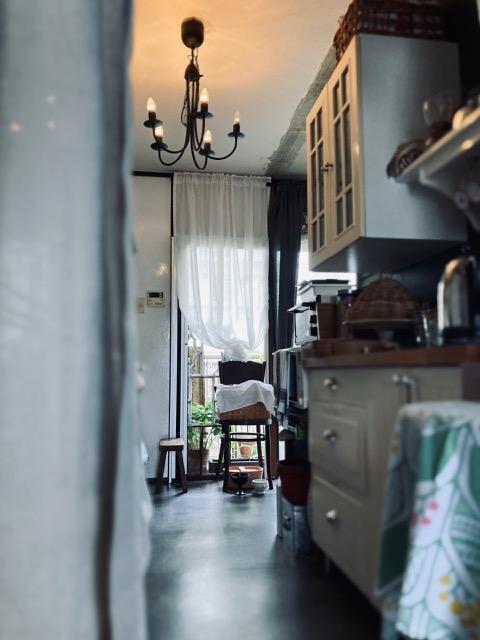 パリ風キッチンからサービスバルコニーをみたところ