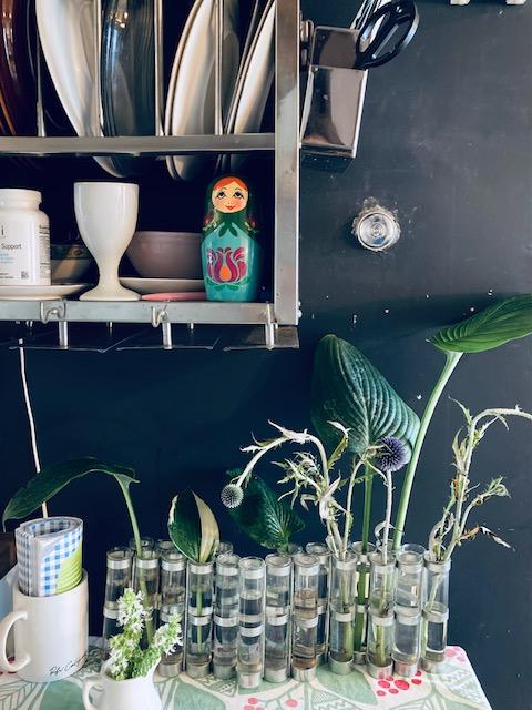 パリ風キッチンのツェツェ4月の花器