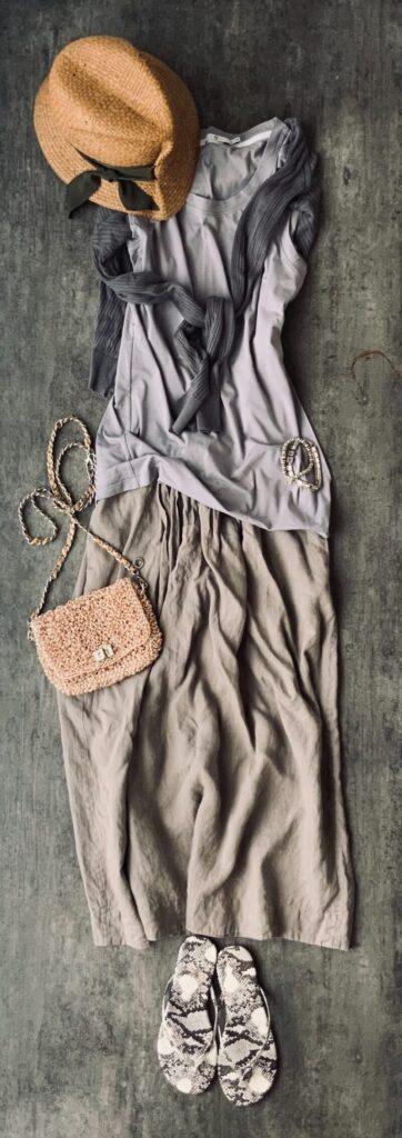 50代コーデマーガレットハウエルのスカートとカーディガン